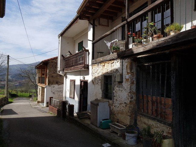 Casa en venta en San Felices de Buelna con 2 habitaciones, 1 baños y 190 m2 por 33.000 €