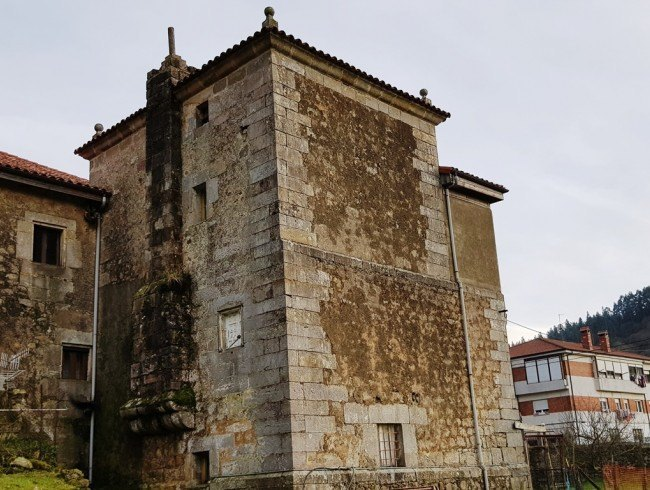 Casa en venta en San Felices de Buelna con 4 habitaciones, 1 baños y 224 m2 por 272.000 €
