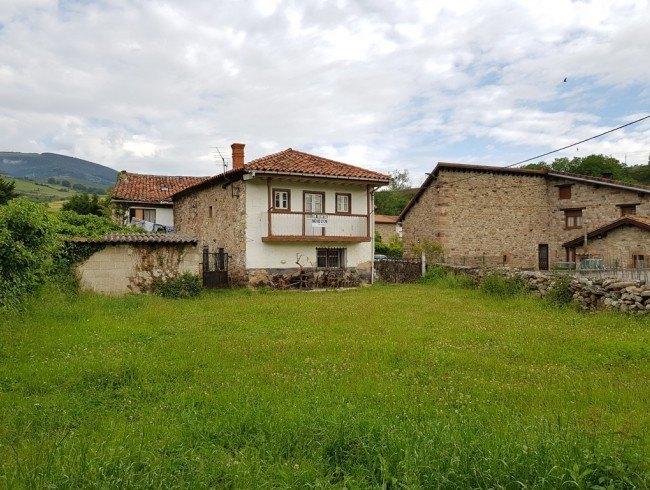 Casa en venta en Molledo con 2 habitaciones, 1 baños y 150 m2 por 53.000 €