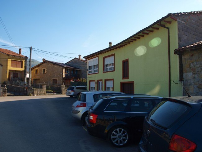 Casa en venta en San Felices de Buelna con 4 habitaciones, 2 baños y 229 m2 por 78.000 €