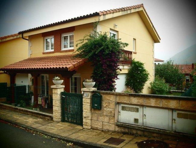 Chalet en venta en San Felices de Buelna con 3 habitaciones, 2 baños y 150 m2 por 175.000 €