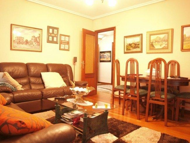 Piso en venta en Los Corrales de Buelna con 4 habitaciones, 2 baños y 107 m2 por 99.000 €