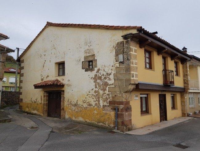 Casa en venta en Arenas de Iguña con 3 habitaciones, 2 baños y 200 m2 por 75.000 €
