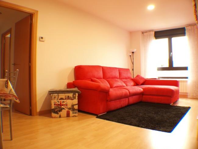 Piso en venta en Los Corrales de Buelna con 3 habitaciones, 2 baños y 83 m2 por 98.000 €