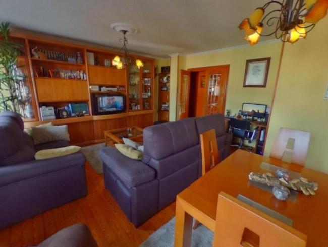 Piso en venta en Los Corrales de Buelna con 2 habitaciones, 1 baños y 83 m2 por 85.000 €