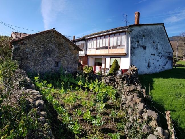 Casa en venta en Molledo con 4 habitaciones, 1 baños y 264 m2 por 59.000 €