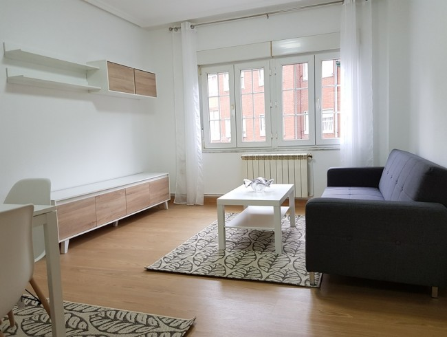 Piso en alquiler en Torrelavega con 3 habitaciones, 1 baños y 88 m2 por 475 €/mes