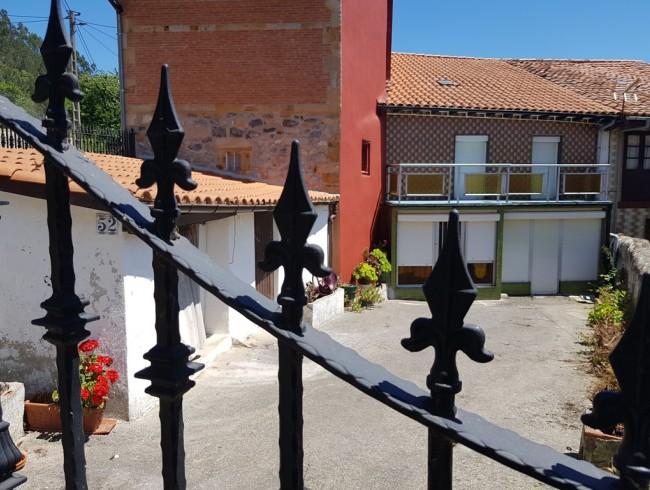 Casa en venta en San Felices de Buelna con 3 habitaciones, 1 baños y 220 m2 por 80.000 €