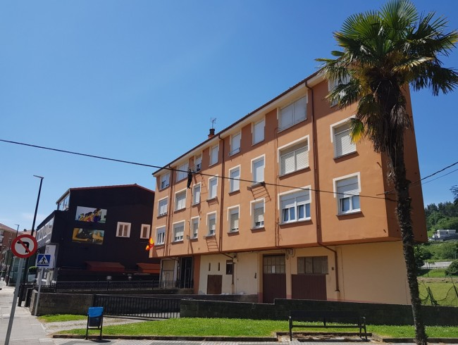 Piso en venta en Los Corrales de Buelna con 3 habitaciones, 2 baños y 95 m2 por 58.000 €