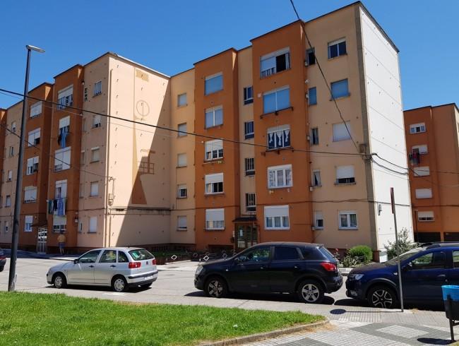Piso en venta en Los Corrales de Buelna con 3 habitaciones, 1 baños y 68 m2 por 36.000 €