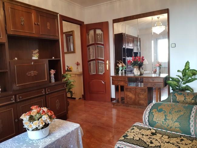 Piso en venta en Los Corrales de Buelna con 2 habitaciones, 1 baños y 71 m2 por 59.000 €