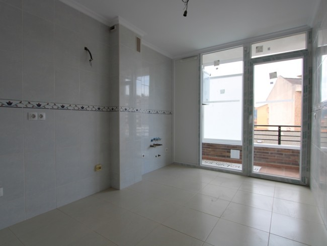 Piso en venta en Los Corrales de Buelna con 2 habitaciones, 2 baños y 68 m2 por 70.000 €