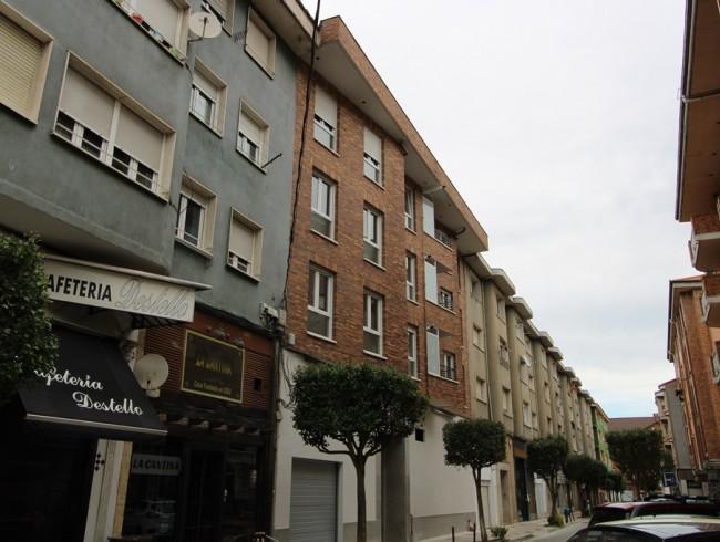 Piso en venta en Los Corrales de Buelna con 2 habitaciones, 2 baños y 68 m2 por 78.000 €