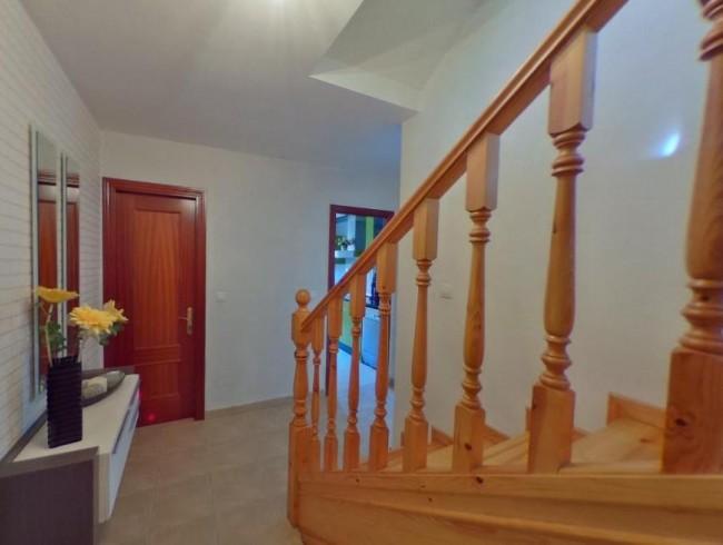 Chalet en venta en Los Corrales de Buelna con 4 habitaciones, 2 baños y 169 m2 por 189.000 €