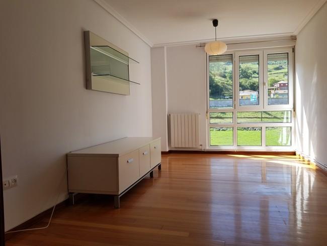 Piso en alquiler en Los Corrales de Buelna con 3 habitaciones, 1 baños y 84 m2 por 450 €/mes