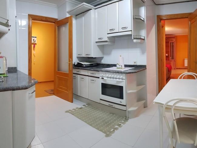 Piso en venta en Los Corrales de Buelna con 2 habitaciones, 1 baños y 76 m2 por 76.500 €