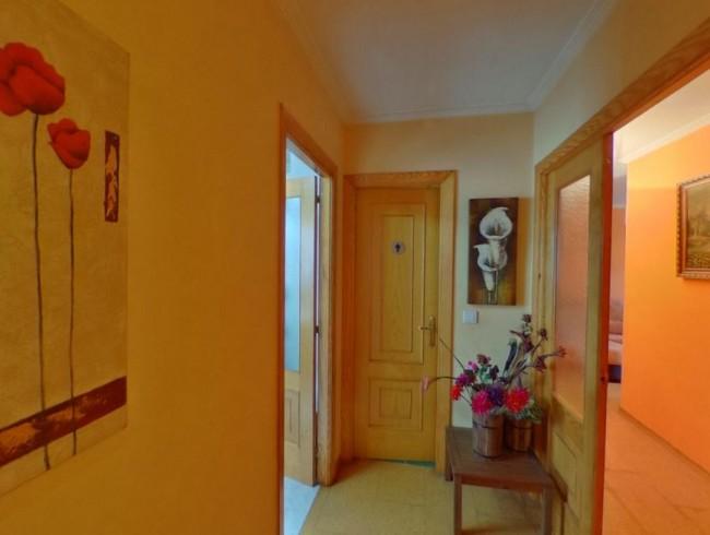 Piso en venta en Los Corrales de Buelna con 3 habitaciones, 2 baños y 91 m2 por 97.000 €
