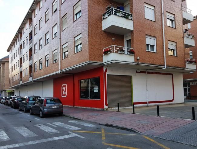 Local comercial en alquiler en Los Corrales de Buelna con 2 baños y 503 m2 por 4.500 €/mes