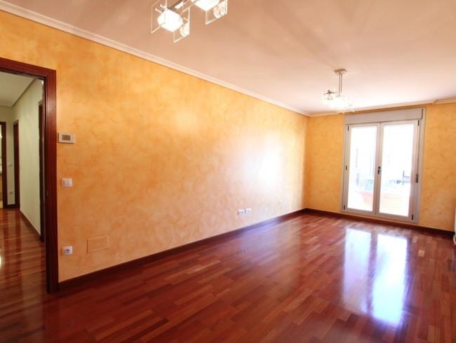 Piso en venta en Los Corrales de Buelna con 2 habitaciones, 1 baños y 67 m2 por 109.000 €