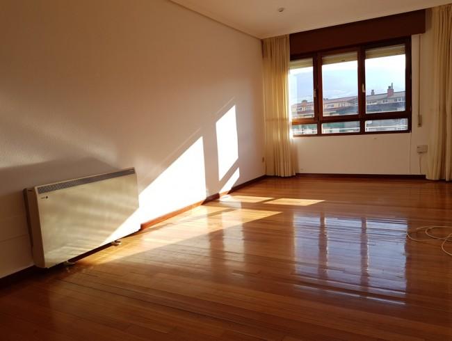 Piso en alquiler en Los Corrales de Buelna con 3 habitaciones, 2 baños y 91 m2 por 450 €/mes