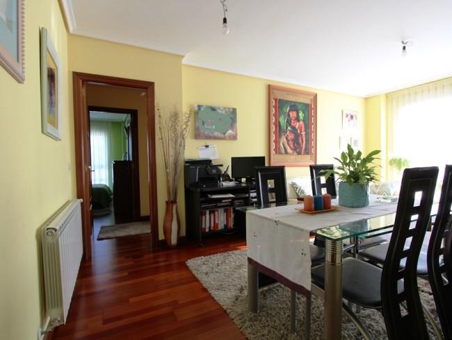Piso en venta en Los Corrales de Buelna con 3 habitaciones, 2 baños y 87 m2 por 125.000 €