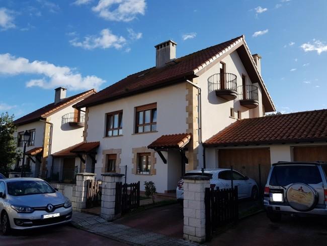 Chalet en venta en Arenas de Iguña con 3 habitaciones, 2 baños y 141 m2 por 140.000 €