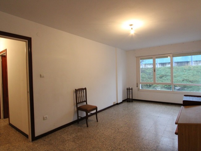 Piso en venta en Los Corrales de Buelna con 3 habitaciones, 1 baños y 87 m2 por 58.000 €