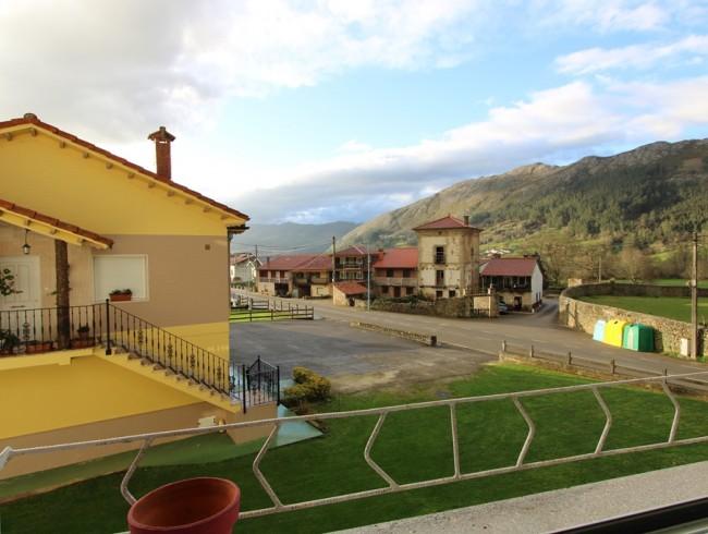 Piso en venta en San Felices de Buelna con 3 habitaciones, 1 baños y 83 m2 por 69.000 €