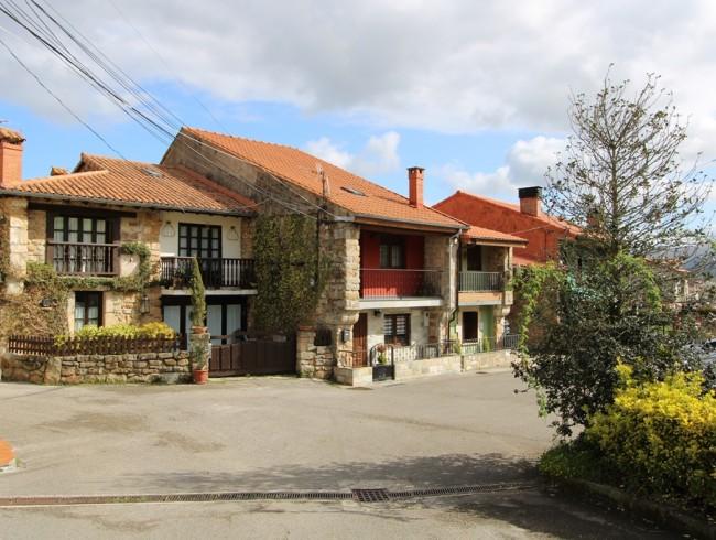 Casa en venta en Los Corrales de Buelna con 2 habitaciones, 1 baños y 182 m2 por 99.000 €