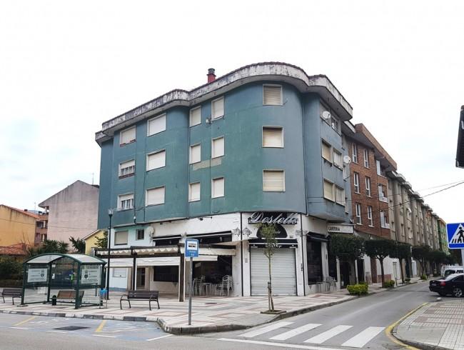 Piso en venta en Los Corrales de Buelna con 3 habitaciones, 2 baños y 85 m2 por 47.000 €
