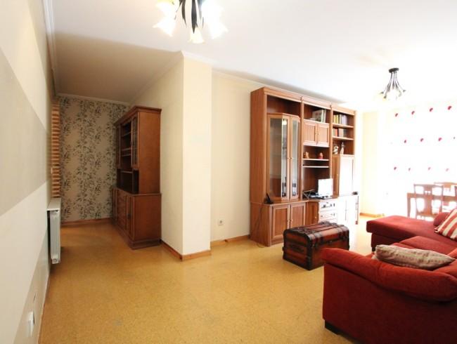 Piso en alquiler en Los Corrales de Buelna con 3 habitaciones, 1 baños y 92 m2 por 500 €/mes