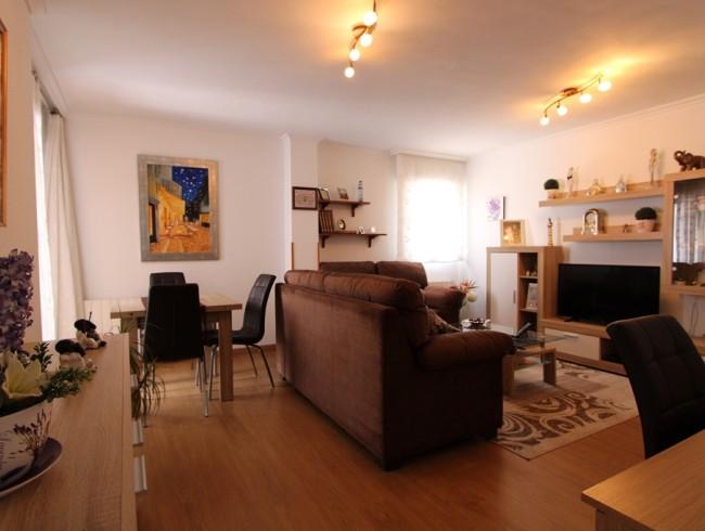 Piso en venta en Los Corrales de Buelna con 2 habitaciones, 1 baños y 77 m2 por 77.000 €