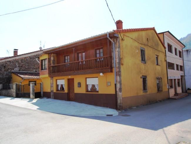 Casa en venta en Los Corrales de Buelna con 4 habitaciones, 1 baños y 112 m2 por 93.000 €
