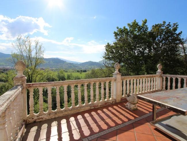 Casa en venta en San Felices de Buelna con 3 habitaciones, 2 baños y 99 m2 por 115.000 €