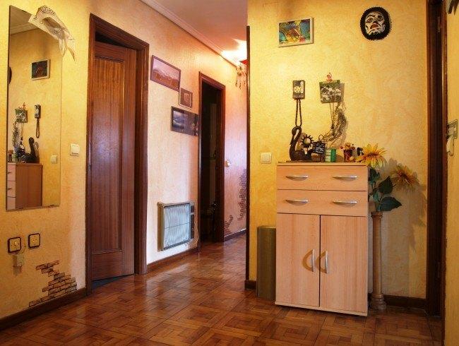 Piso en venta en Los Corrales de Buelna con 3 habitaciones, 1 baños y 80 m2 por 85.000 €
