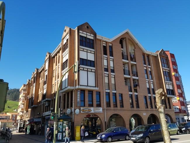 Piso en alquiler en Los Corrales de Buelna con 3 habitaciones, 1 baños y 100 m2 por 450 €/mes