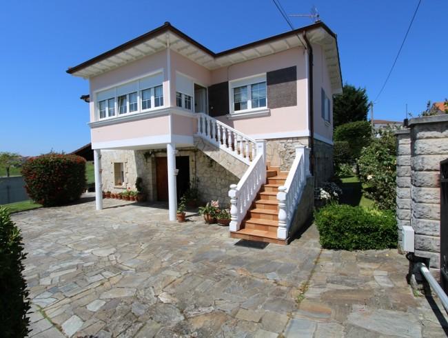 Casa en venta en Polanco con 3 habitaciones, 2 baños y 206 m2 por 238.000 €