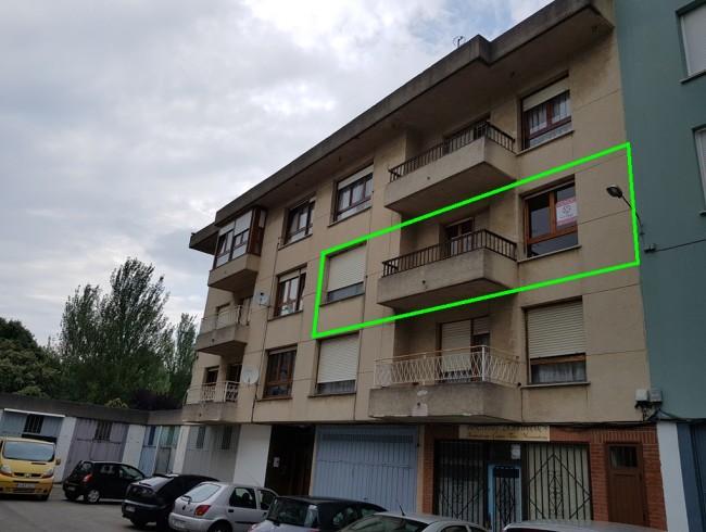 Piso en venta en Colindres con 3 habitaciones, 2 baños y 95 m2 por 105.000 €