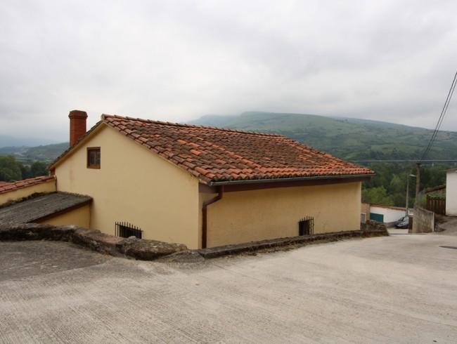 Casa en venta en Arenas de Iguña con 2 habitaciones, 1 baños y 72 m2 por 65.000 €