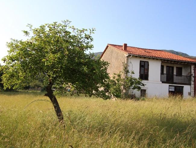Casa en venta en San Felices de Buelna con 5 habitaciones, 1 baños y 285 m2 por 120.000 €