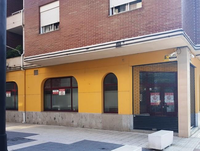 Local comercial en alquiler en Los Corrales de Buelna con 160 m2 por 800 €/mes