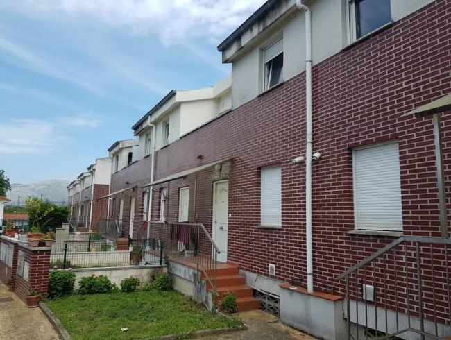 Chalet en venta en Los Corrales de Buelna con 3 habitaciones, 1 baños y 104 m2 por 98.500 €