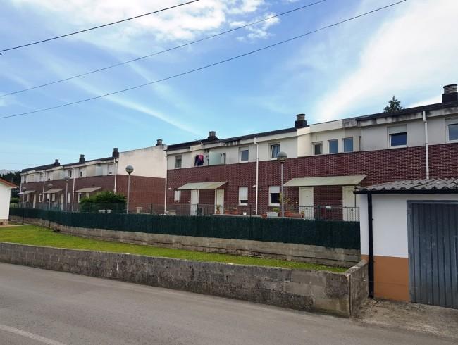 Chalet en venta en Los Corrales de Buelna con 3 habitaciones, 1 baños y 108 m2 por 102.500 €