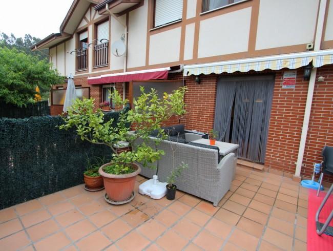 Chalet en venta en Los Corrales de Buelna con 3 habitaciones, 2 baños y 179 m2 por 210.000 €