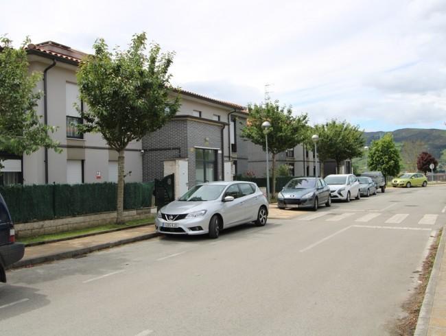 Piso en venta en San Felices de Buelna con 3 habitaciones, 1 baños y 82 m2 por 110.000 €