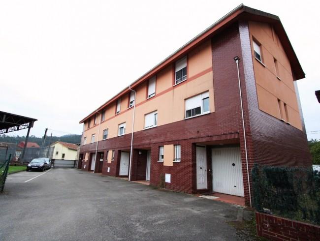 Chalet en venta en Los Corrales de Buelna con 3 habitaciones, 2 baños y 141 m2 por 149.500 €