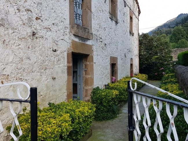 Casa en venta en Bárcena de Pie de Concha con 4 habitaciones, 1 baños y 360 m2 por 70.000 €