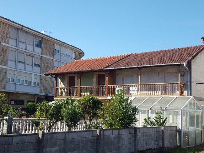 Casa en venta en Los Corrales de Buelna con 3 habitaciones, 2 baños y 125 m2 por 135.000 €