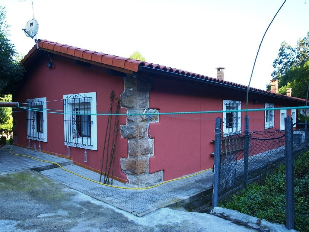 Casa en Bárcena de Pie de Concha.